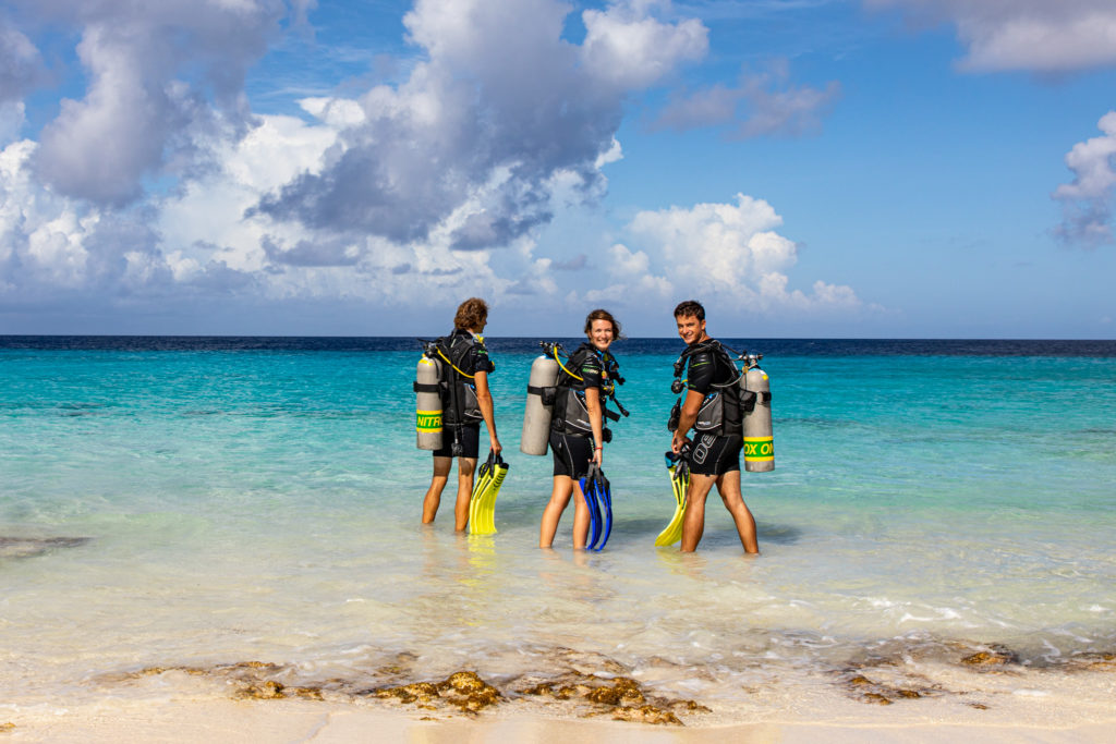 shore diving bonaire